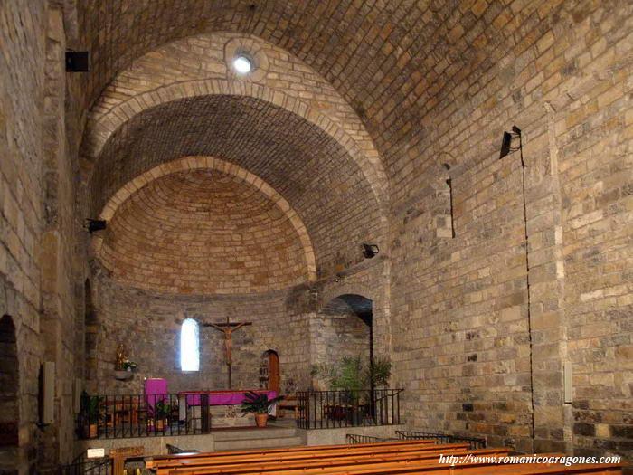 Ainsa rutas romanicas por el altoaragon a garcia omedes for Interior iglesia romanica