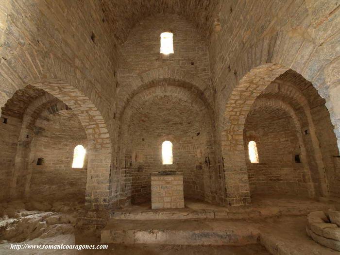 Samitier rutas romanicas por el altoaragon a garcia omedes for Interior iglesia romanica