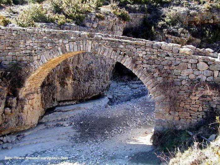 Puente medieval en el camino a sarsa.