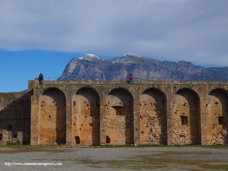 Ainsa-Fortificaciones Romanicas del Altoaragon - A. Garcia ... Felipe Garcia